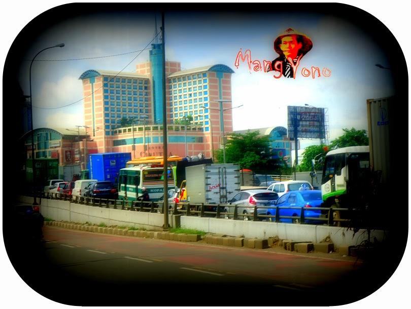 Menjelang Natal dan tahun Baru 2014 Jakarta di Guyur Salju.