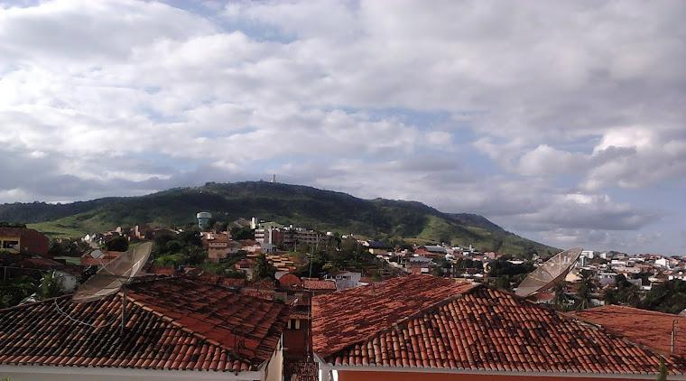 Guarabira, PB: Ao fundo a Serra da Jurema e o Memorial Frei Damião