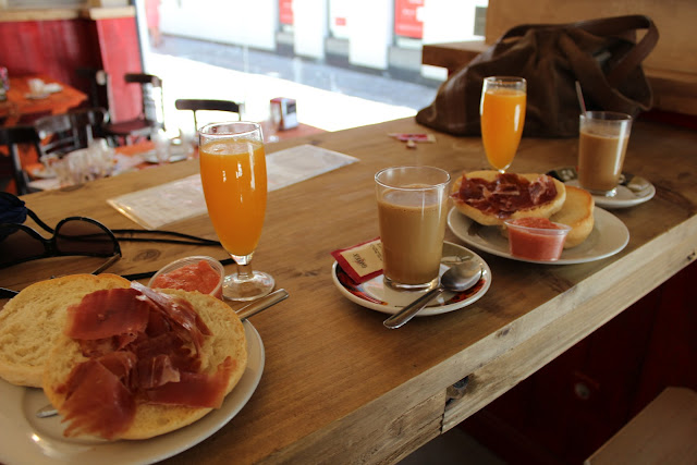 typical spanish breakfast