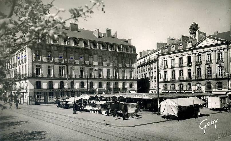 Nantes la ville d 39 apr s guerre for Construction piscine nantes