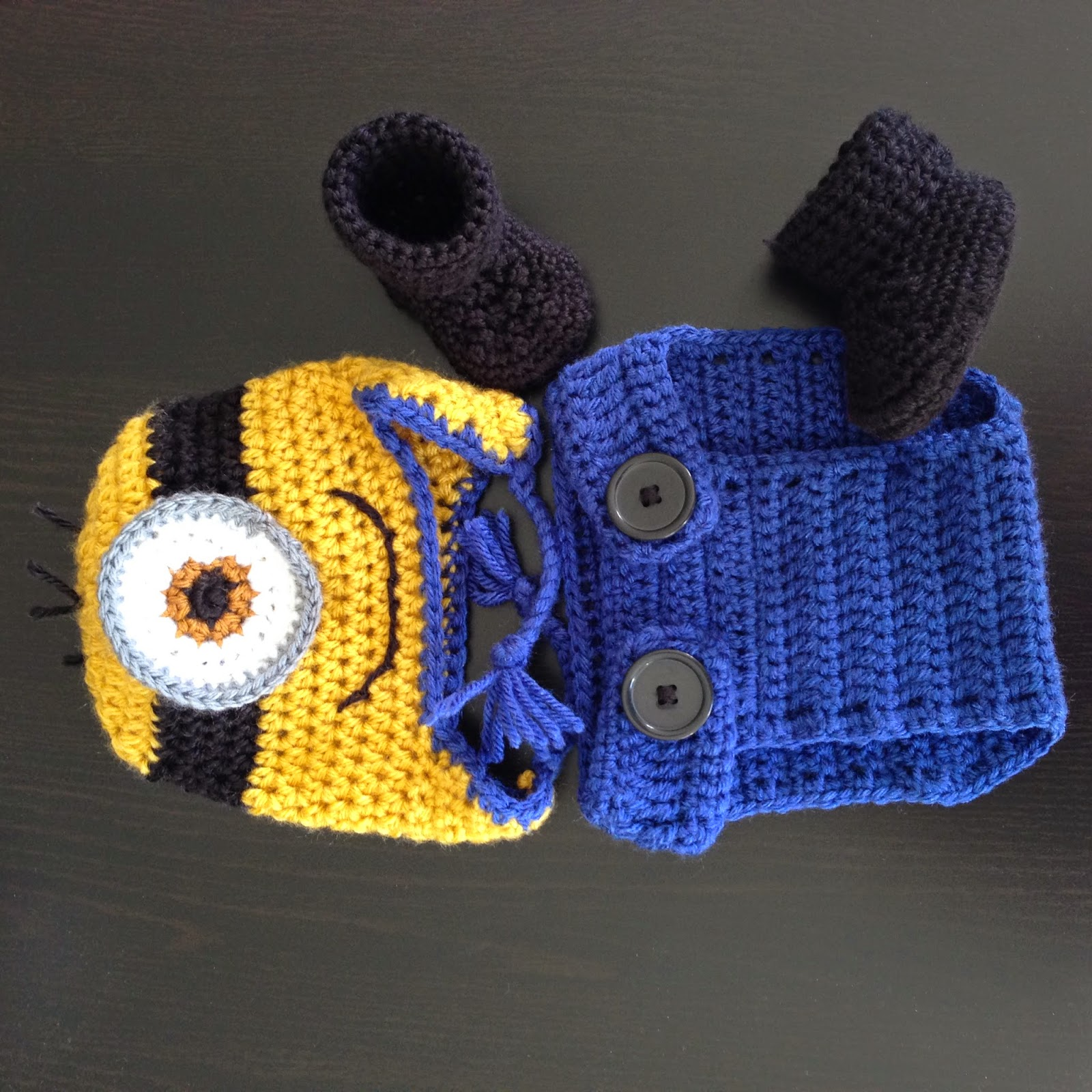 Free Crochet Pattern Minion Baby Booties : Random assortment: Handmade giftset - Minions!