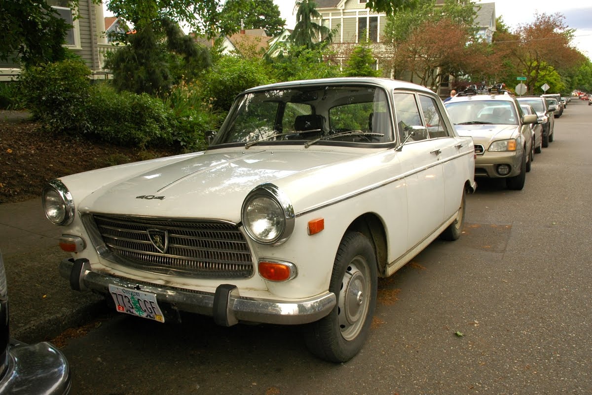 OLD PARKED CARS.: 1974 Peugeot 404 Saloon.