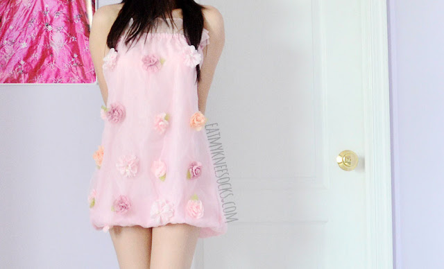 Romwe's floral applique organza dress can be worn as a strapless tube dress, with a cute ruffled neckline and gyaru-inspired style.