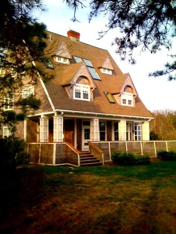 http://woodsholeinn.com/2012/04/02/the-big-house-on-wings-neck/