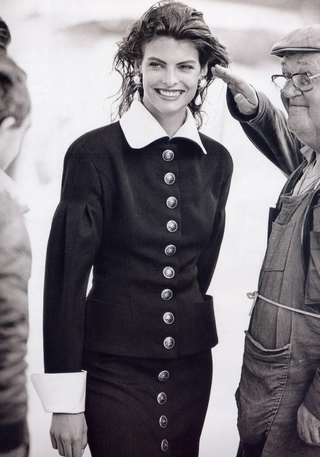 http://4.bp.blogspot.com/-UoVrJ_sYG7Q/T1jwqmeJETI/AAAAAAAAEAY/_CoKoBw_9DY/s1600/Linda+Evangelista+1988+09+Vogue+Paris+Ph+Unk+02.jpg