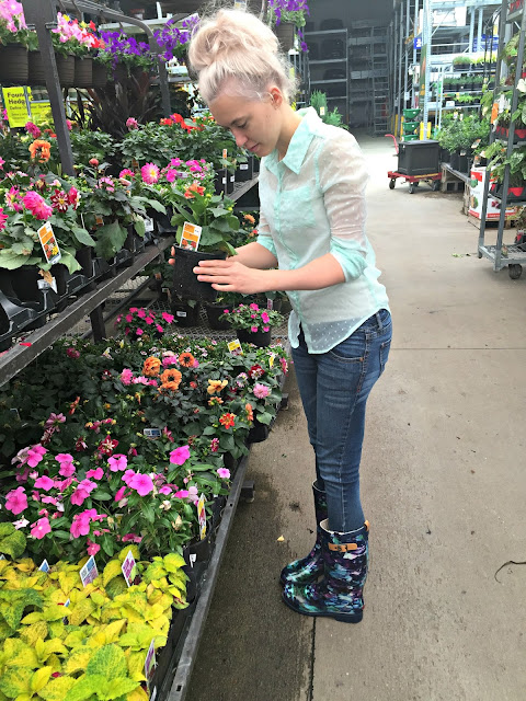 pick-a-lowes-garden