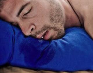 5 Alasan Kenapa Saat Tidur Kita Ngiler dan Cara Mengatasi