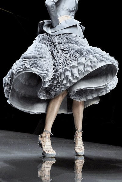 http://johngallianolesincroyables.tumblr.com/post/84735628874/john-galliano-for-christian-dior-spring-summer