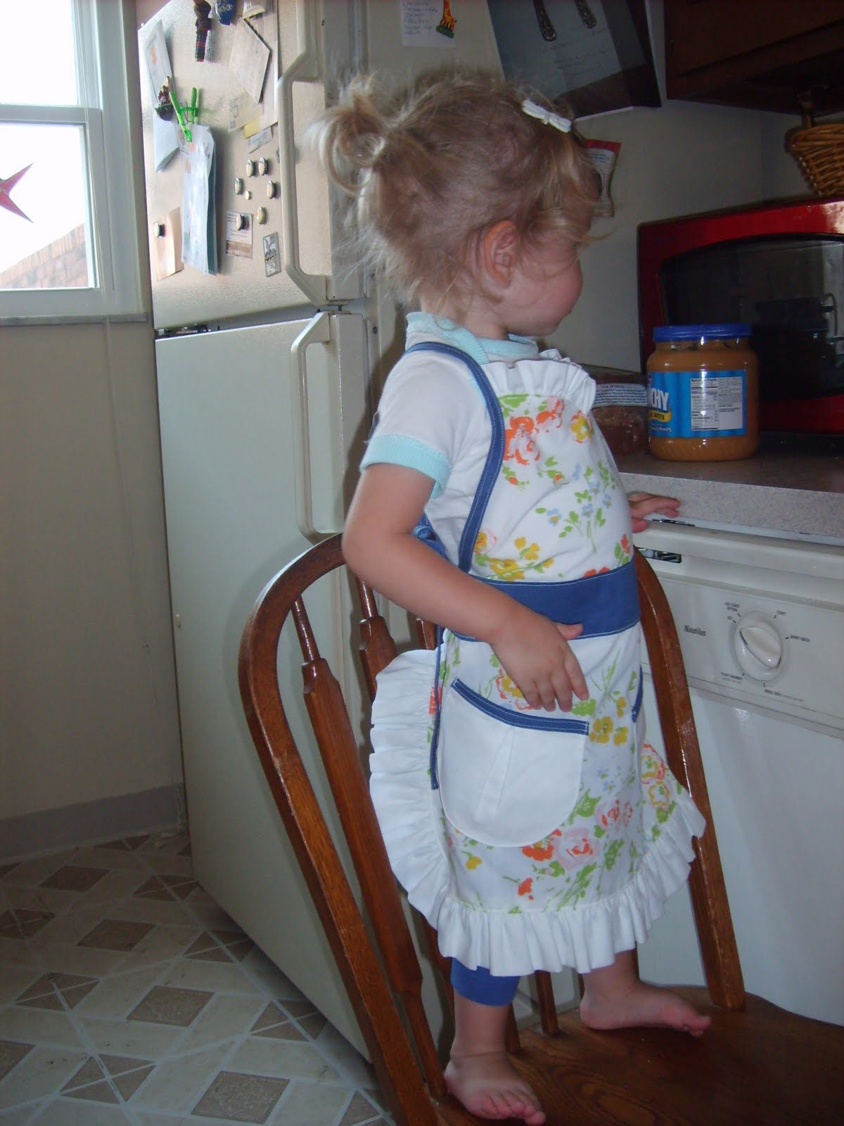 the red kitchen: quickie toddler art apron