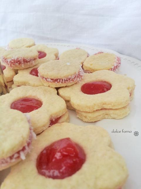 gelatina, confettura e biscotti