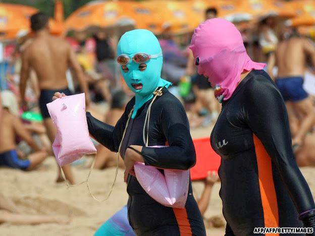 La última moda en las playas de China - Cara-kinis