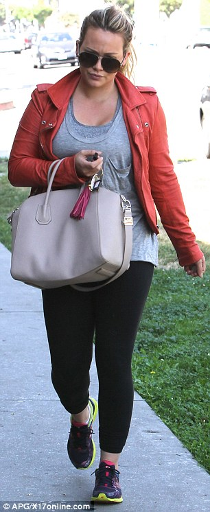 0b3d534e8e It s really a beautiful bag– classic shape with the much- needed shoulder  strap that isn t too thin for the shoulders (a big plus).