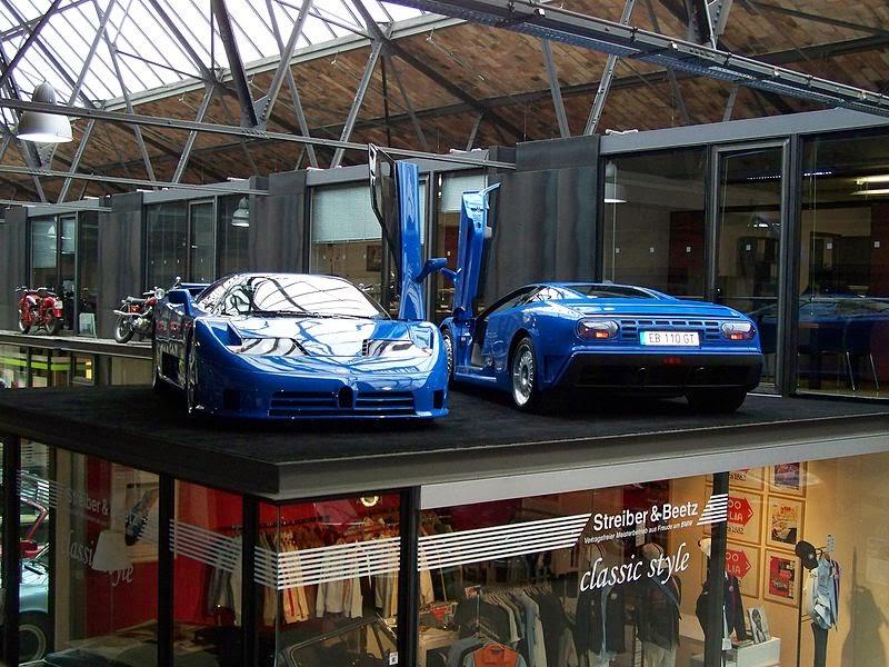 Une Bugatti EB110 SS et une EB110 GT