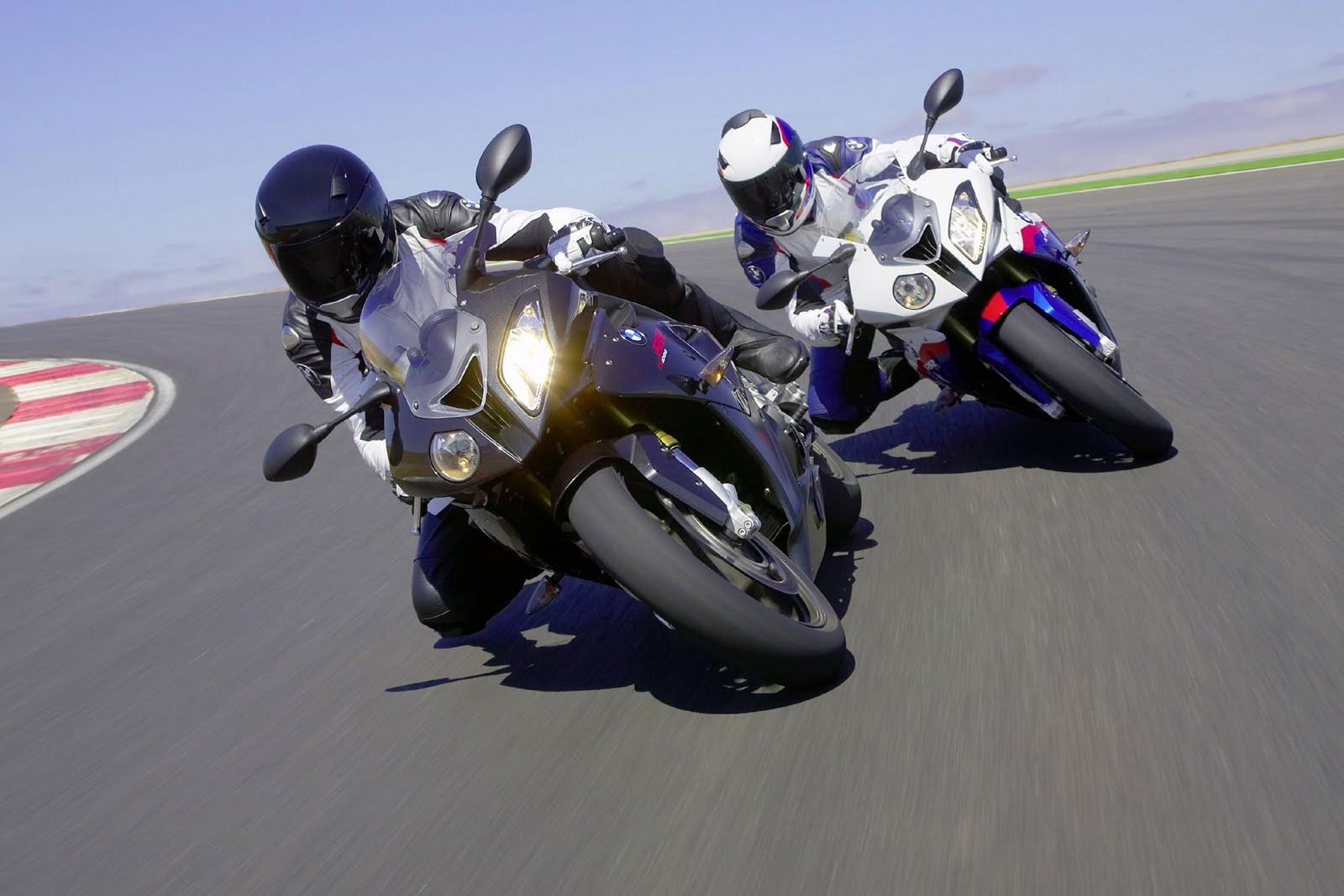 http://4.bp.blogspot.com/-Uq8mbousoIA/TeJ74DvT-KI/AAAAAAAAATQ/eiey2YzpOXY/s1600/2010-BMW-S1000RR-Test-Ride2.jpg