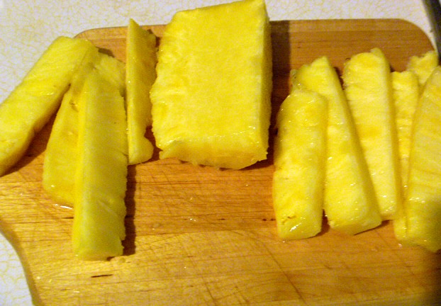 how to cut and store pineapple