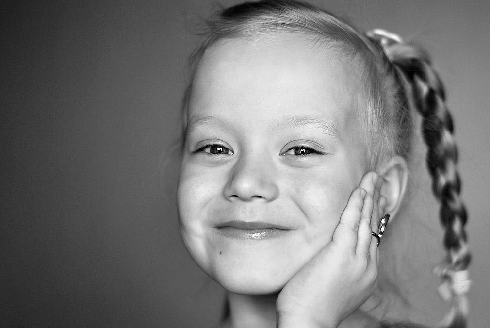 Портрет девочки с косичкой
