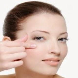 göz çevresi kırışıklıkları göz çevresi bakımı göz altı göz kremi  göz çevresi maske  göz çevresi bakım