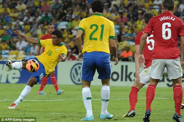 bab90895b1 Brasil x Inglaterra foi o amistoso que marcou a reinauguração oficial do  Maracanã e que comemorou os 150 anos da Football Association