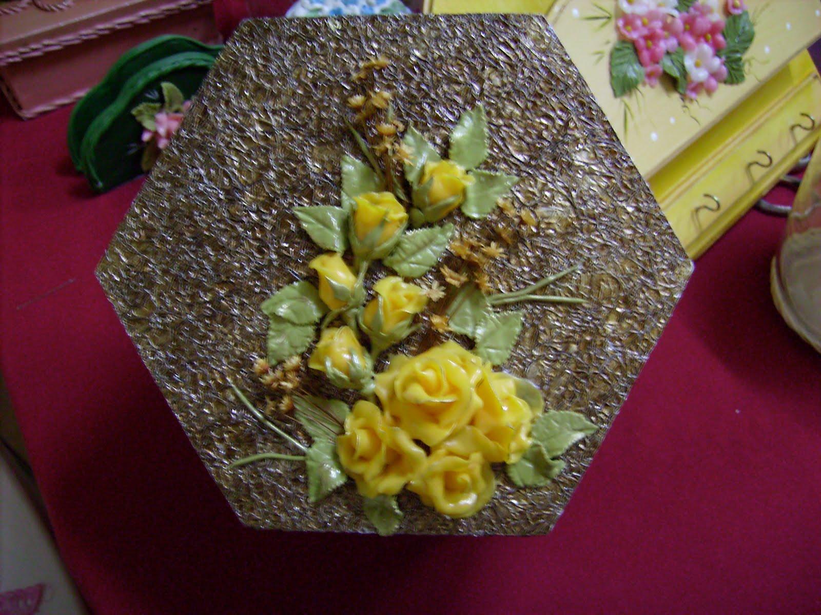 Artesanato Com Eva Para Escola ~ ELIANI MARTINS artesanato caixa feita com papel alumínio decorada com biscuit