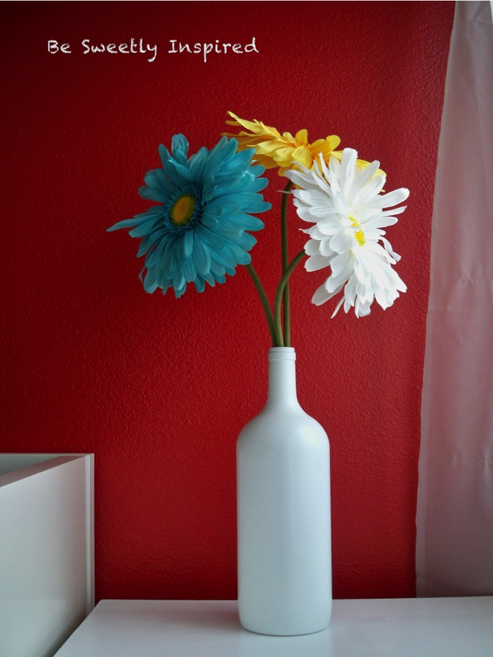 Be sweetly inspired wine bottle to vase a quick project for Wine bottle flower vase