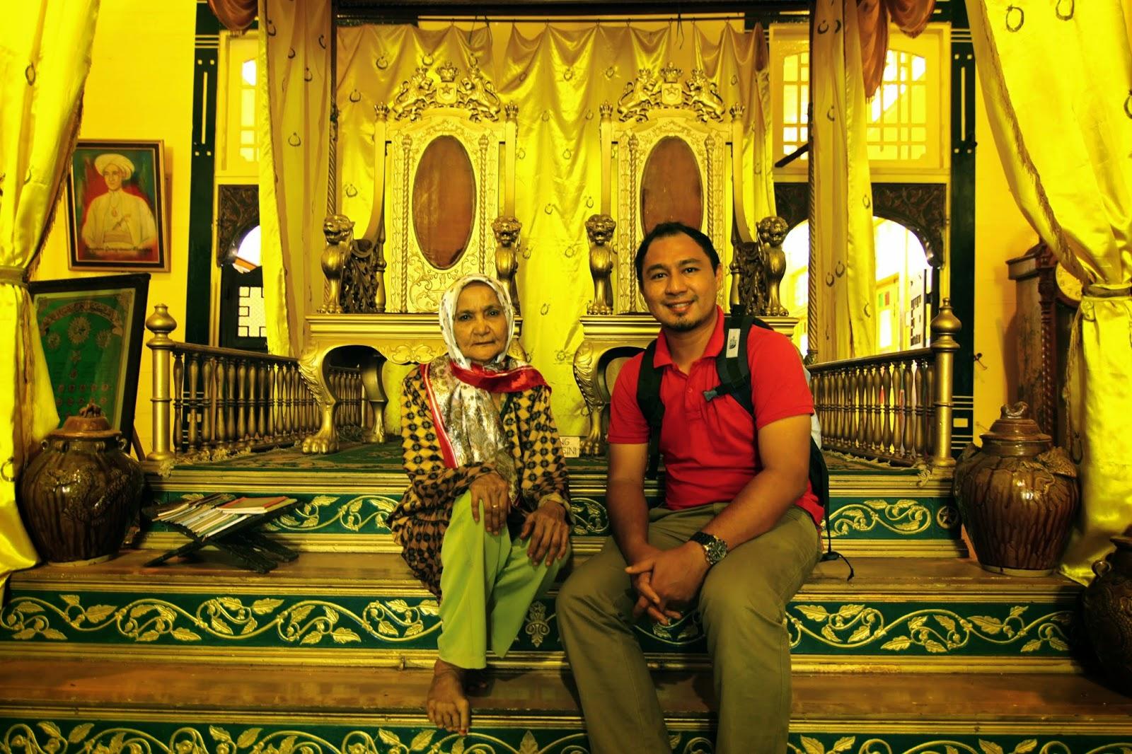 Bersama pewaris dan penjaga Istana Kadriyah Pontianak