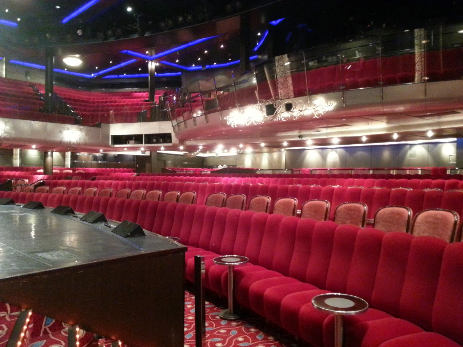 Queen Mary 2 (QM2) - Royal Court Theatre
