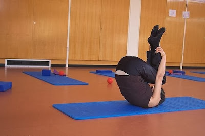 http://t.directoalpaladar.com/ensaladissimasisabel/siete-ejercicios-diarios-que-puedes-hacer-para-fortalecer-la-espalda