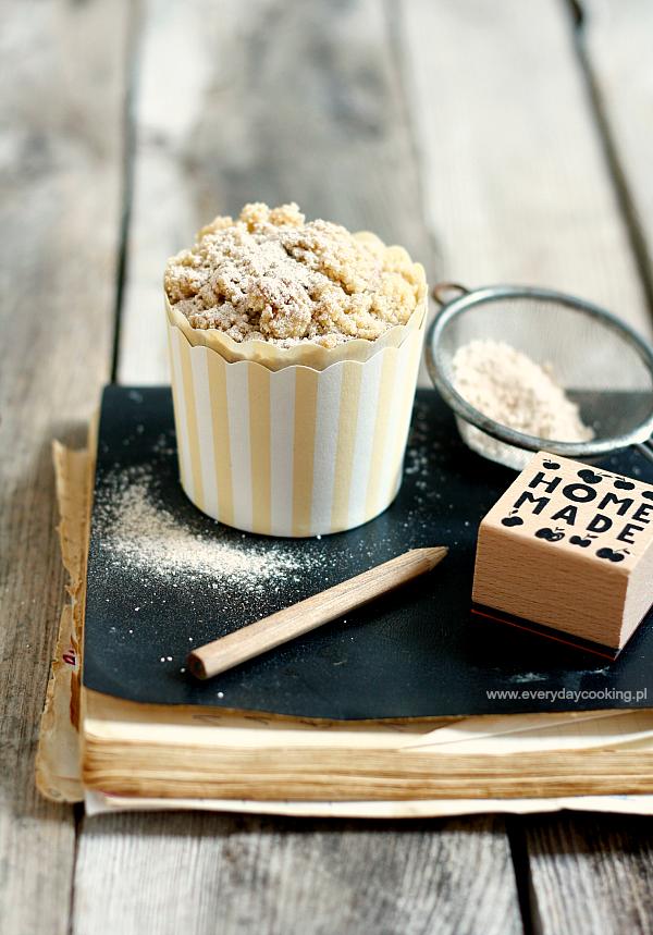 Muffiny gryczane z antonówkami i cynamonem