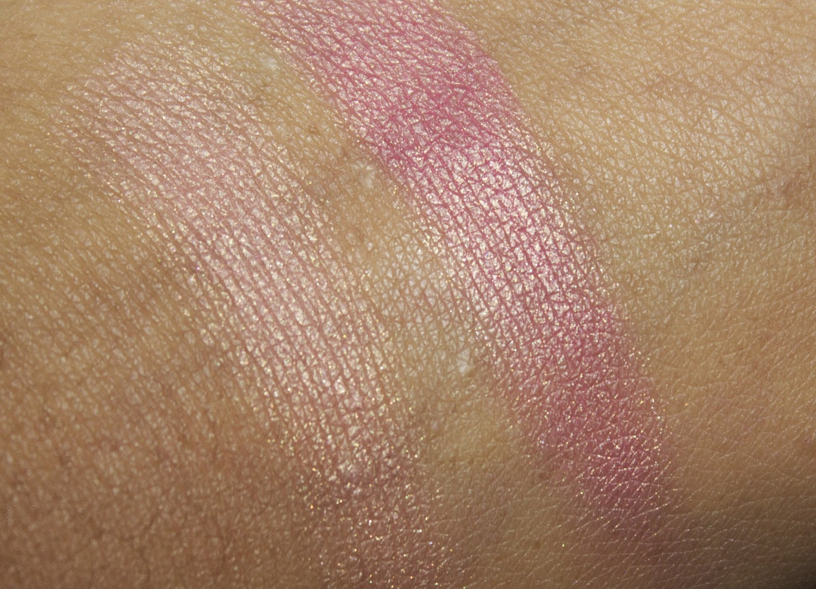 swatches of Charlotte Tilbury Swirl & Pop Blusher - Love Is The Drug