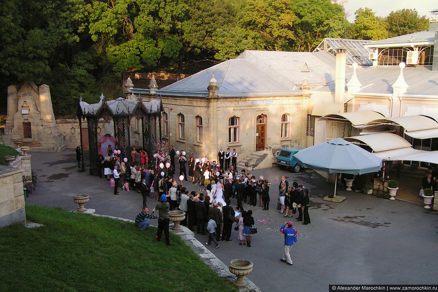 Свадебный ритуал у Музыкальной беседки в Курортном парке, Ессентуки