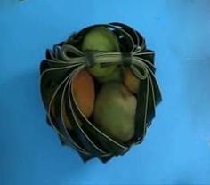 วิธีสานชะลอม  ชะลอมจากใบมะพร้าว,สอนสานชะลอม,วิธีสาน จากใบมะพร้าว,วิธีสานชะลอม, how to weave basket,from coconutleaf,woven coconut leaf basket,diy weaving,Thaihandicraft basket from coconut leaf