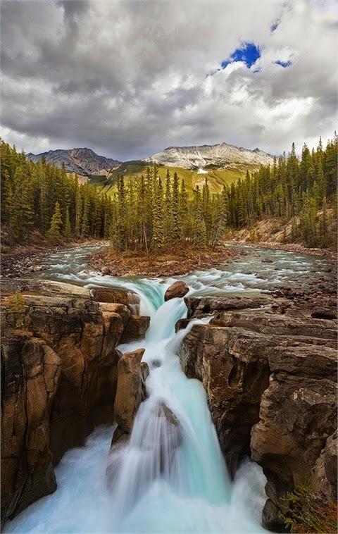 Sunwapta Falls, Alberta Canada