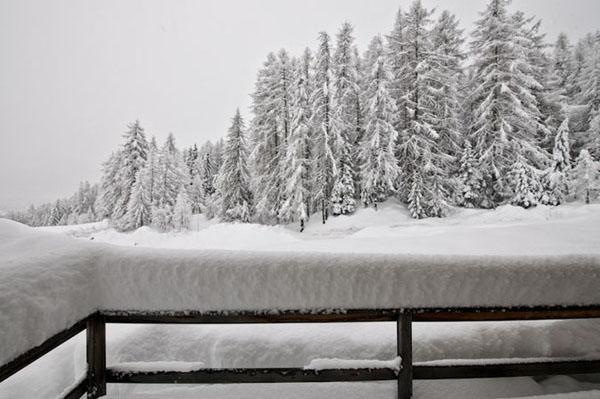 vista del paisaje nevado en la montaña