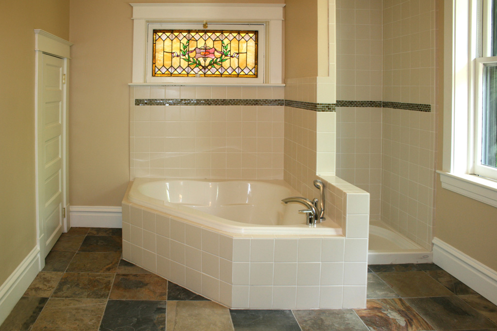 Creative juice what were they thinking thursday for Glass tile border bathroom ideas