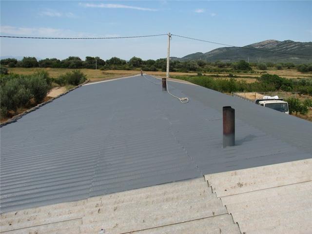 Reparar tejado con uralitas y tubos viejos uralita for Tejados prefabricados