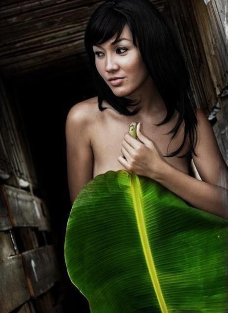 Maureen, Model Seksi Indonesia Tampil Bugil