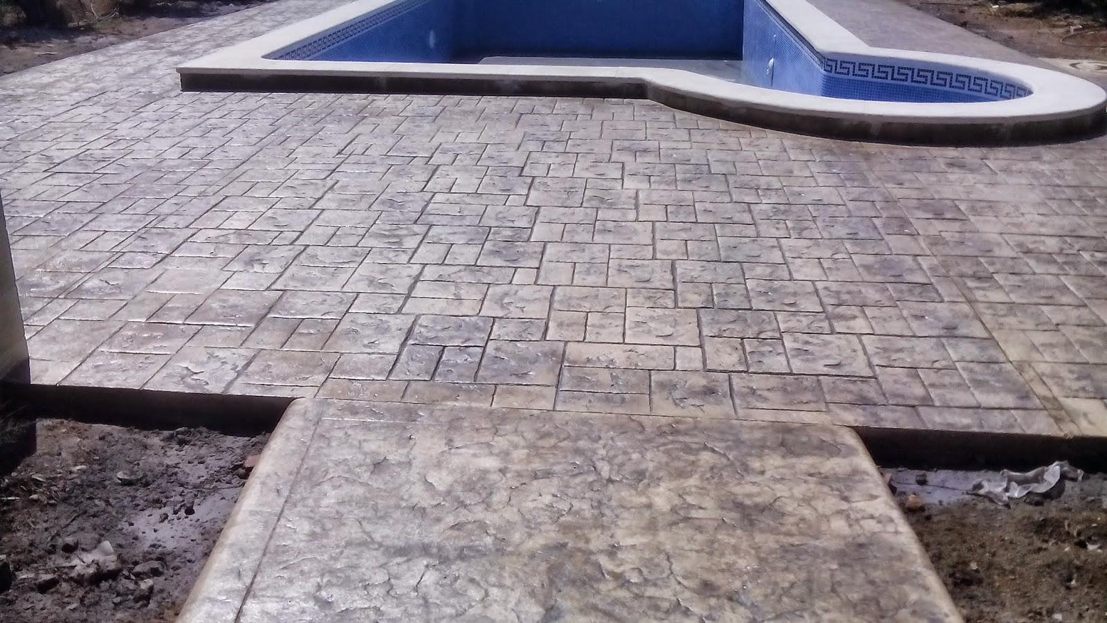 Pavimento continuo de hormig n impreso en piscina en la for Hormigon impreso para piscinas