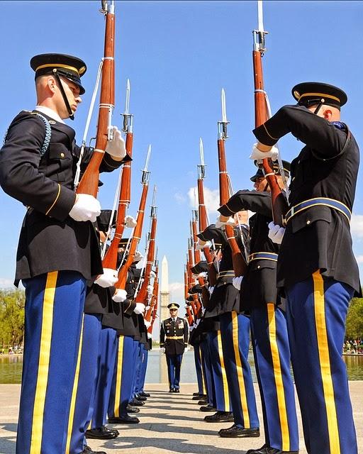 soldiers at washington memorial