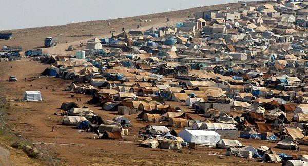 Δολοφόνοι από το Ισλαμικό Κράτος έχουν παρεισφρήσει στα προσφυγικά στρατόπεδα και δολοφονούν πρόσφυγες χριστιανούς την ώρα που κοιμούνται, γράφει η βρετανική Express.