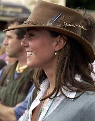 http://4.bp.blogspot.com/-UuYNA6mSYJA/TbObttDkCSI/AAAAAAAABkc/bzUYMyBjwUA/s1600/Kate-Middleton-signature-+hats-08.JPG