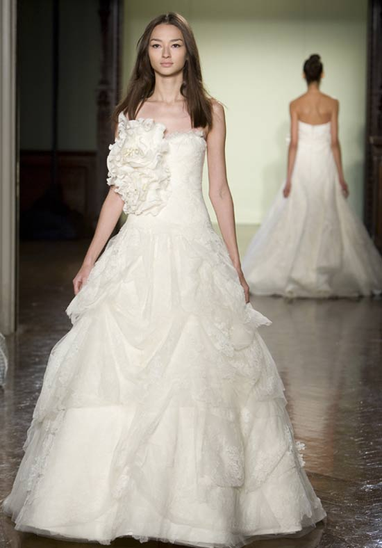Wedding ring vera wang wedding dress for Where to buy vera wang wedding dresses