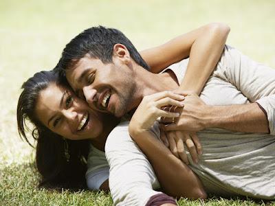 fotos de parejas jugando