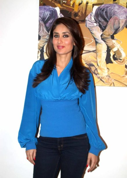 kareena kapoor cute look in blue dress