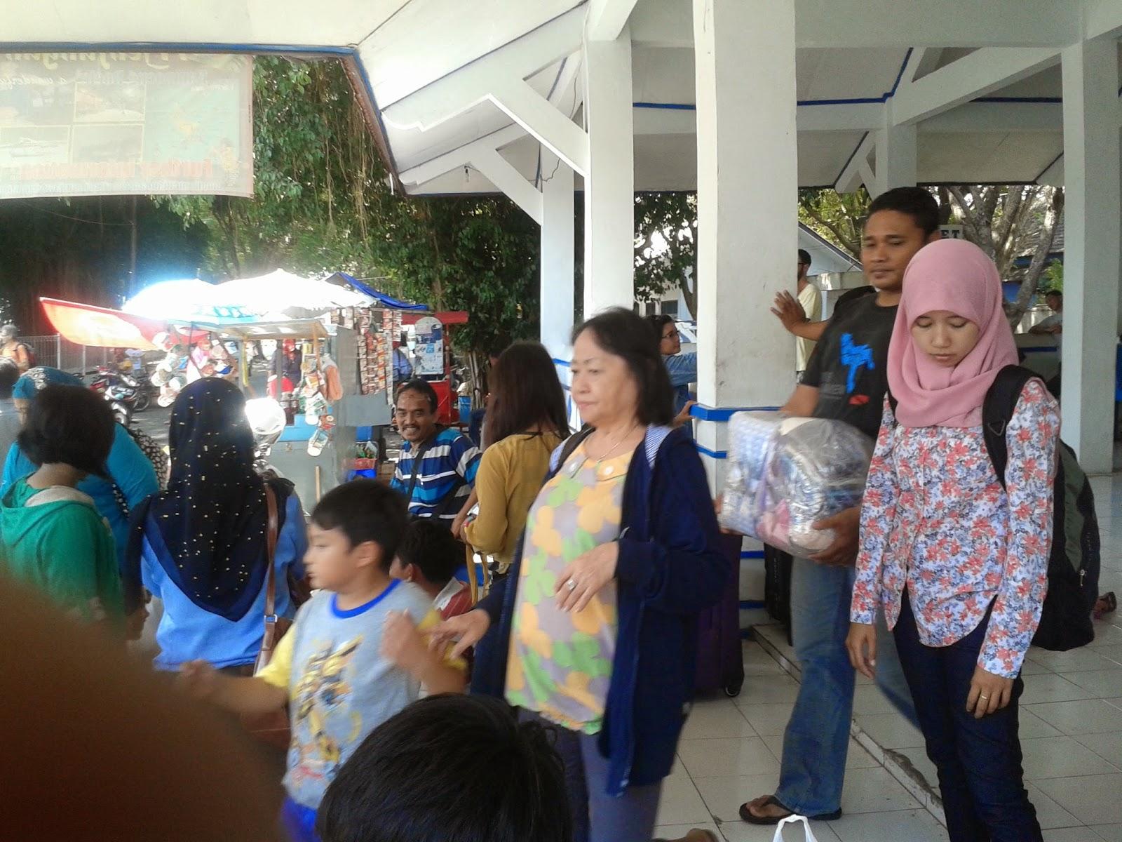 Suasana diterminal Pelabuhan Pantai Kartini, Jepara