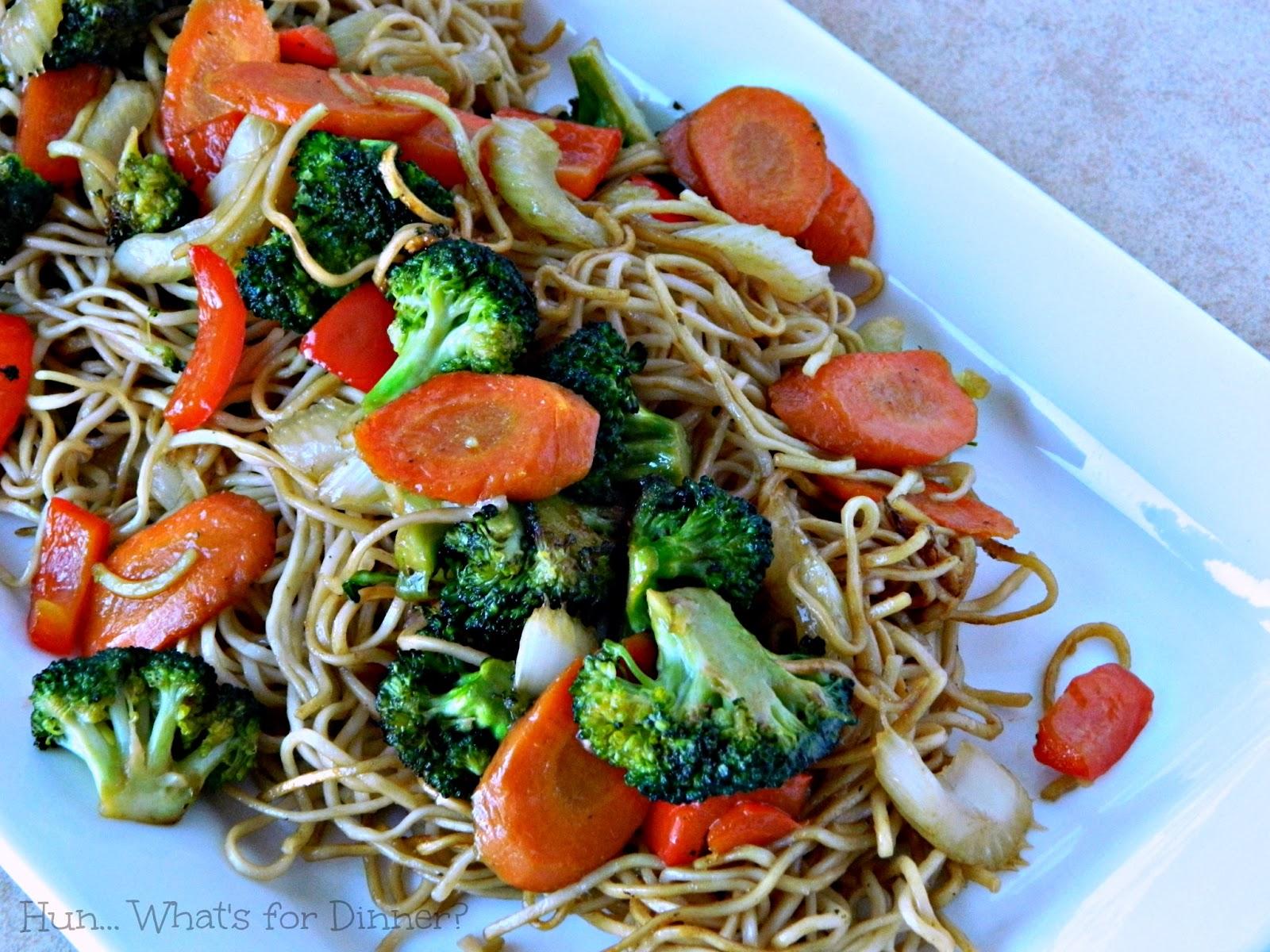 Vegetable Stir Fry with Noodles #bluedradonmom - www.hunwhatsfordinner.com