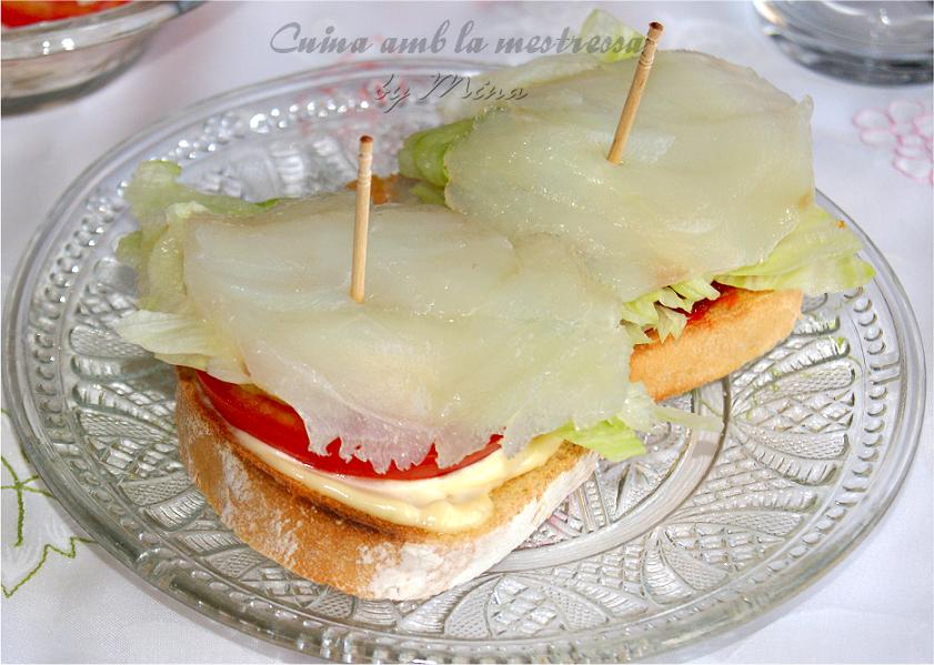 http://cuinaamblamestressa.blogspot.com.es/2014/05/montaditos-de-bacalao-curado-y-como.html