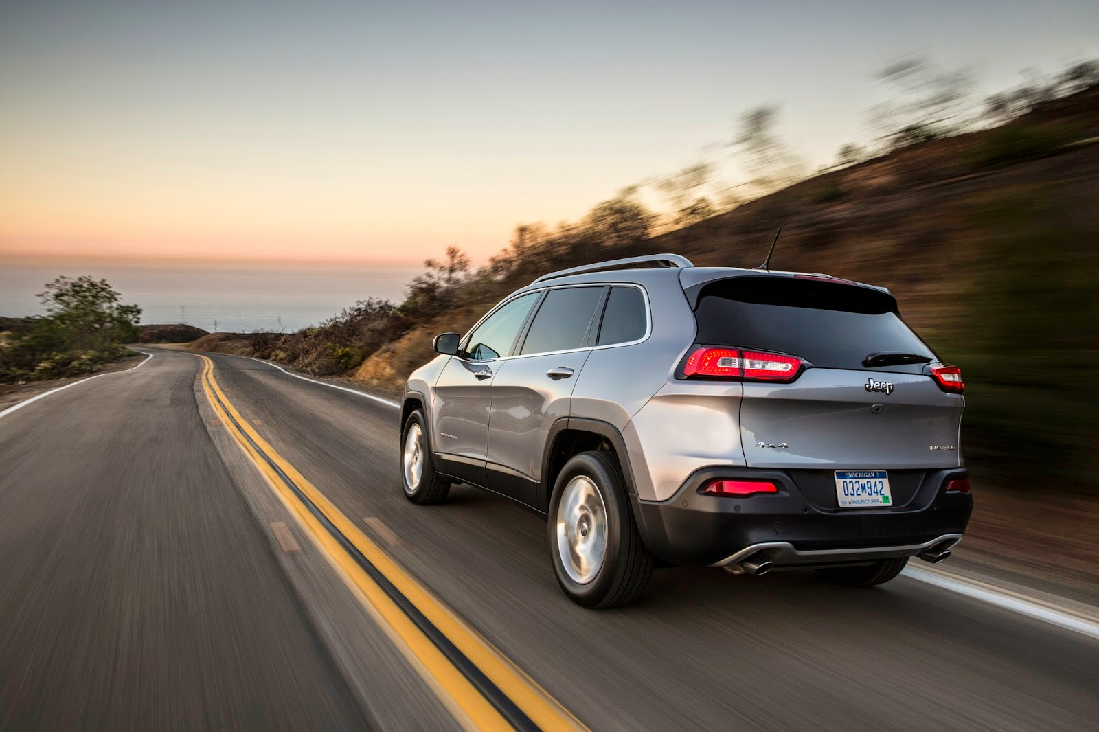 Rear 3/4 view of the 2014 Jeep Cherokee