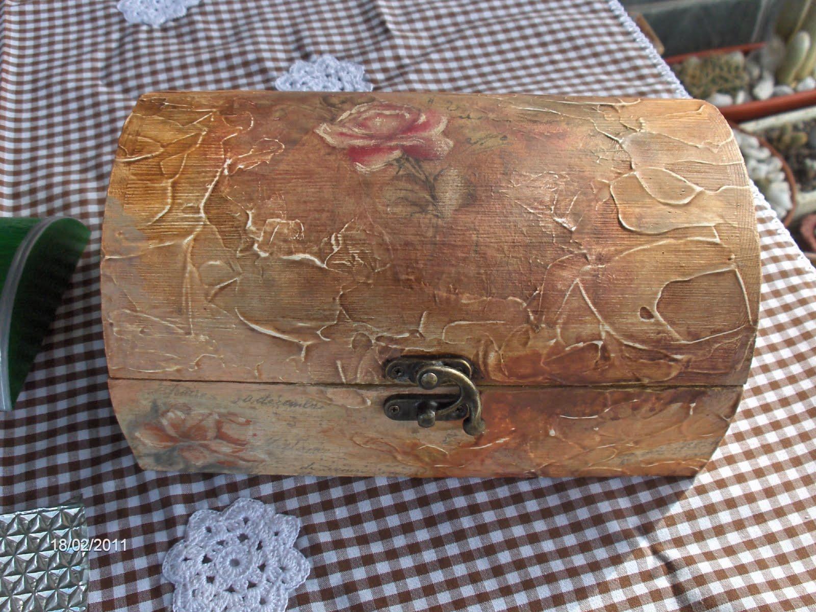 Aprendiz caja de madera decorada con gesso y decoupage - Cajas de vino de madera decoradas ...