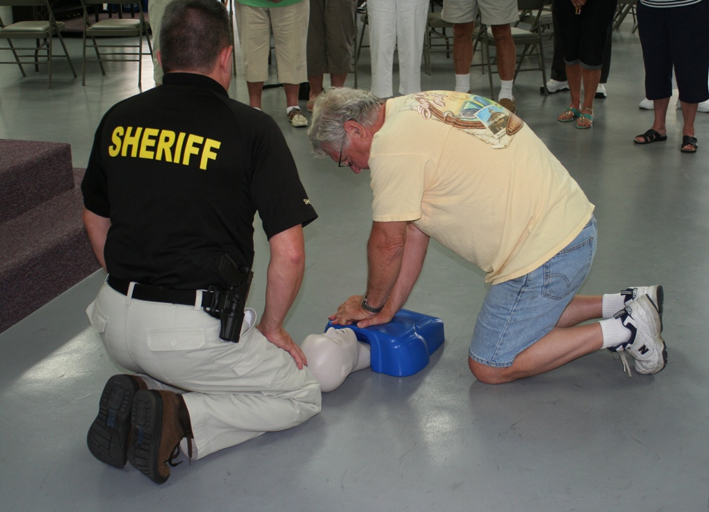 The Collier Star Learn To Save A Life Ccso Offers Free Cpr And Aed