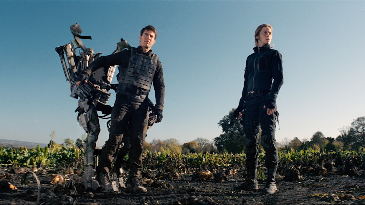 tom cruise as cage and emily blunt as rita in edge of tomorrow 2014